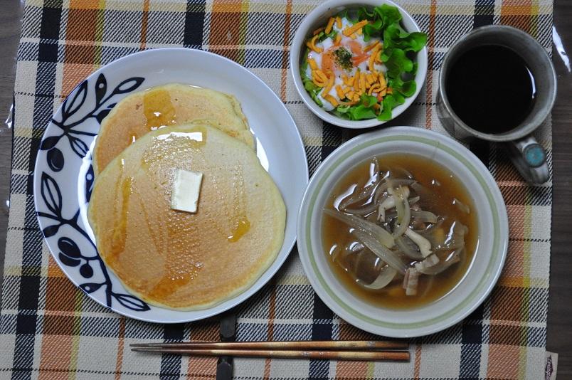ホットッケーキ+洋風スープ+サラダ