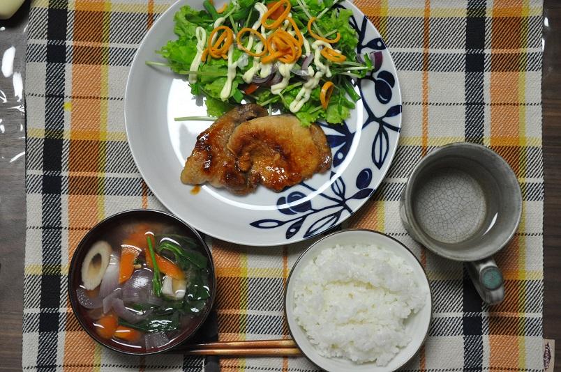 こんもりサラダ+味噌漬け豚焼きのご飯