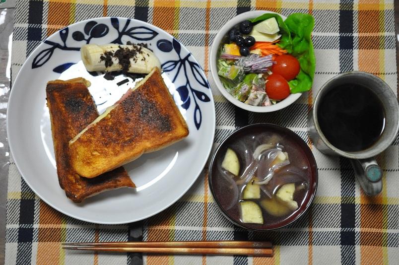 モンティクリスト、コンソメスープ、サラダ