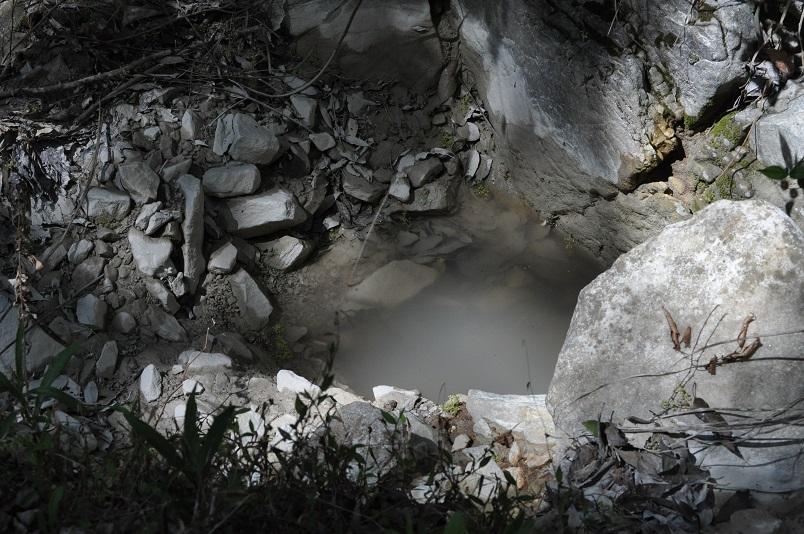 白濁した水溜り