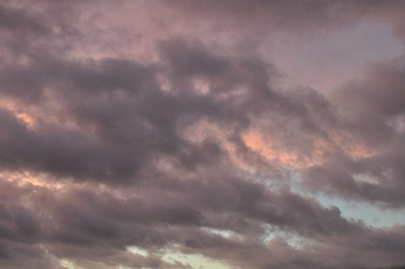 秋口の曇り空