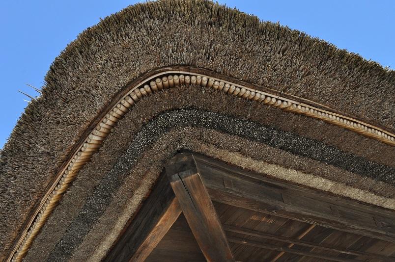 かや葺き屋根