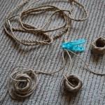 紐を三つ編みに