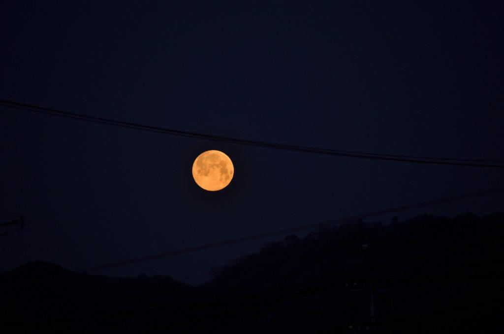 月の入りの頃の月